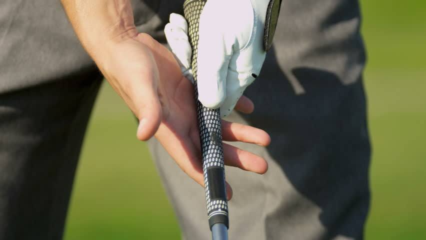 how to properly grip a golf club